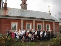 Групповое фото прихожан, гостей праздника возле Тураевского храма