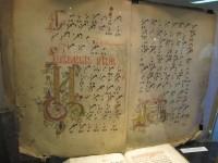 Старинная старообрядческая книга - один из экспонатов выставки к юбилею храма
