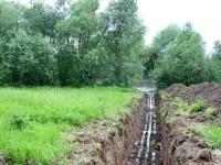 Канава под будущий забор к реке Москва