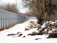Забор вдоль Москва-реки - март 2013