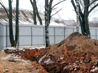 Прокладка канализации к берегу реки Москва  - март 2013