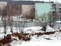 Рабочие из Средней Азии прячутся за отвалами грунта - март 2013