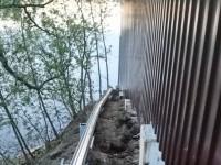 Новый укрепленный забор к воде реки Москва - май 2013