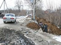 Прокладка канализации под дорогой и газопроводом в Заозерье - 7 апреля