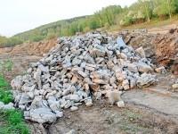 Сброс строительного мусора на дороге в ТСЖ Торпедо