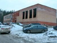 Здание на половину построено