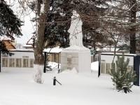 Обелиск и памятные доски павшим в годы войны