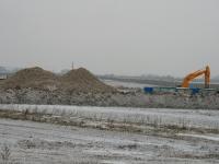 На стройке гипермаркета в Чулклово идут земляные работы