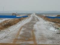 Через территорию стройки идет дорога к Москва-реке