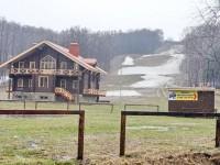 Склон центра Гая Северина 28 апреля 2013 года - еще лежит снег
