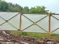 Этот забор поставлен у родника на Кургане - за забором оказался и крест