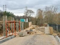 Вдоль участка храма строится бетонный забор - октябрь 2013
