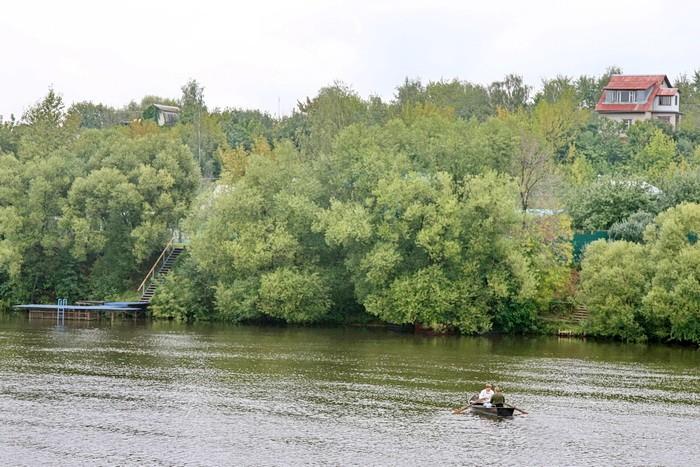 Москва река и лодка