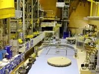 Огромный цех астрономической и космической оптики