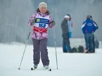 Юная лыжница