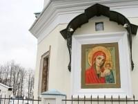 Икона на фасаде Храма в Молоково