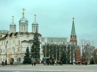 Церковь двенадцати апостолов, Кремлевский дворец и Троицкая башня