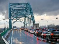 Пробка на мосту - возвращение в Москву