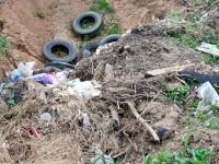Свалка мусора между Редькино и газопроводом - июнь 2013