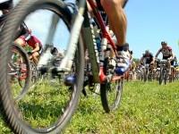 Участники гонки кросс-кантри (1 заезд) на Боровском Кургане стартовали