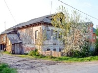 Старый барак в Нижнем Мячково - мертвые души и нелегалы