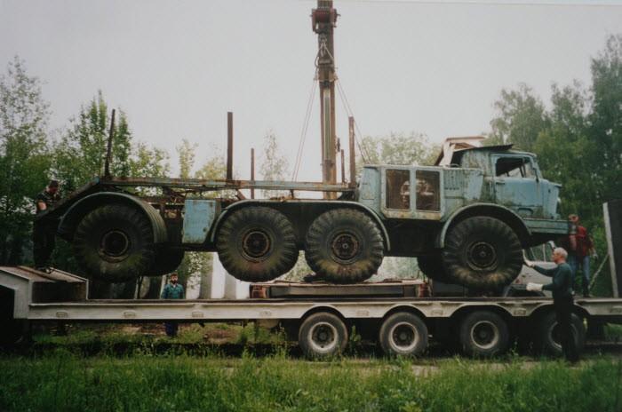 Вывоз  остатков техники с испытательной базы СКБ ЗИЛ Чулково  (2003 год, из архива Яна Якушкина)