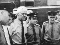 Исполатов, Иванов, Грачев, Гагарин, Голодовский, Исаев осматривают автомобили на территории СКБ ЗИЛ 20 июня 1966