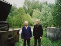 Водитель-испытатель Анатолий Борисов и автоколлекционер Ян Якушкин на испытательной базе СКБ ЗИЛ Чулково в 2003 году