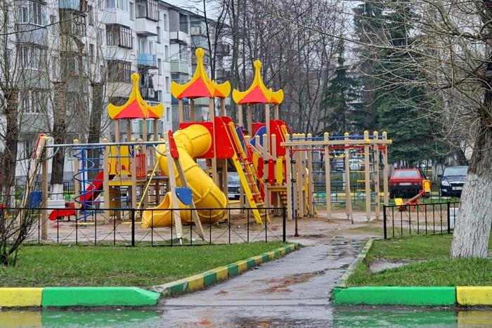 Детская площадка в поселке Тельмана