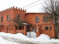 Дом-замок в частном секторе