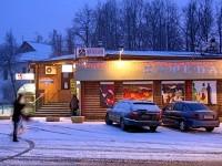 Кафе возле остановки автобусов в поселке Володарского