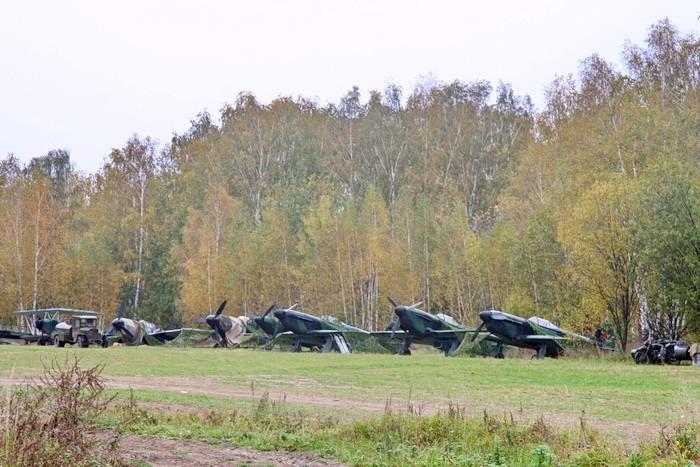 Аэродром в роще - декорация к фильму Штурмовики