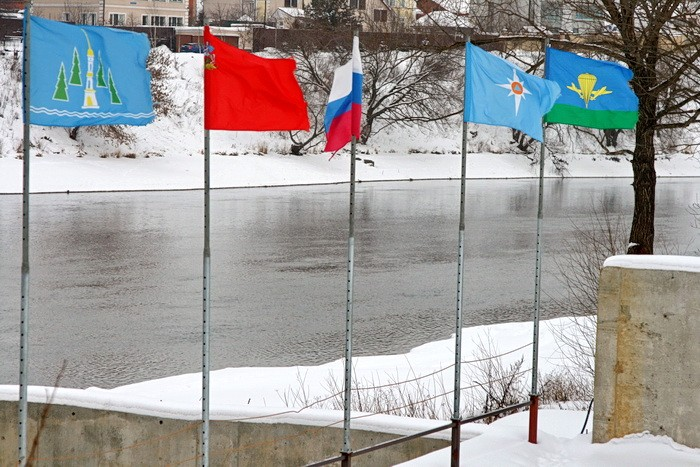 Флаги на причале в Титово