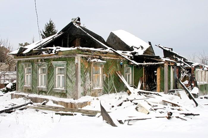 Сгоревший в феврале 2012 дом