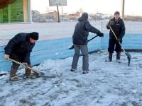 Уборка катка от снега