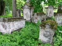 Белокаменные саркофаги и портики