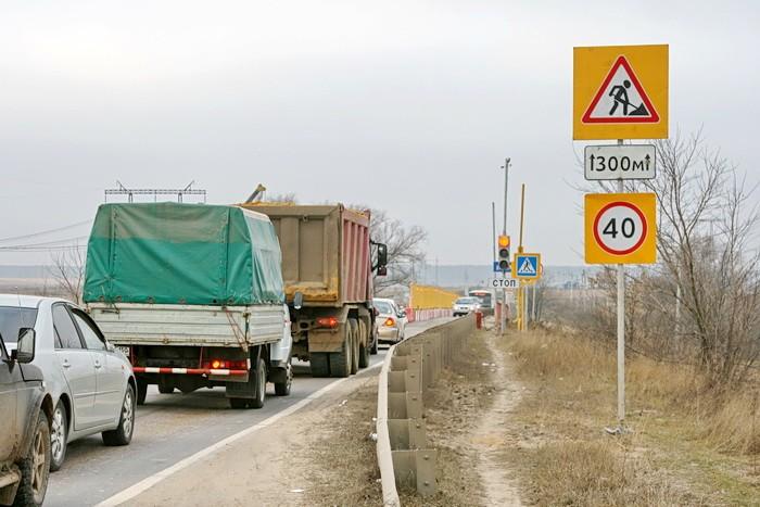 Володарское шоссе - на мосту через Пахру введено реверсивное движение. Ноябрь 2012.