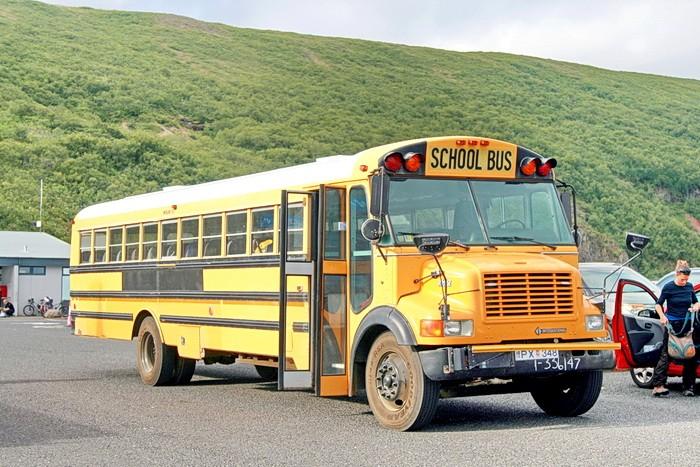 Школьный автобус в национальном парке Скафтафедль (Исландия)
