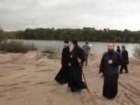Митрополит Корнилий на берегу реки Москва