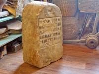 Путевой или межевой камень