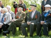 Ветераны смотрят и слушают