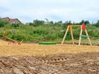 Детская площадка на окраине Щеголево