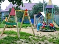 Площадка у дома 25 в Кулаково - качели, карусель