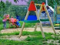 Площадка у дома 25 в Кулаково - качели без сидений
