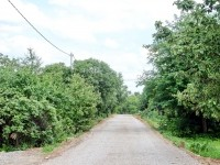 Дорога покрытая щебнем перед укладкой асфальта