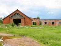 Заброшенное здание на окраине Еганово