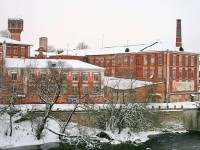 Комлекс корпусов фабрики - вид с нового моста в поселке Володарского