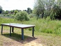 Теннисный стол на детской площадке