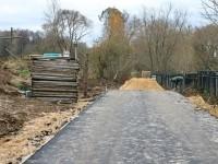Конец асфальтовой дороги у будущего храма - октябрь 2013