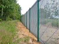 Длинный забор вдоль Кургана - июнь 2013